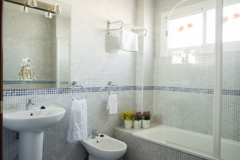 Apartment in Caceres with bathtub